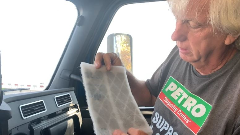 How to Clean the Recirc Air Filter in a Freightliner Cascadia