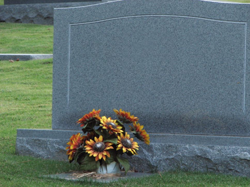A-blank-tombstone-with-flowers-from-Freerange.png